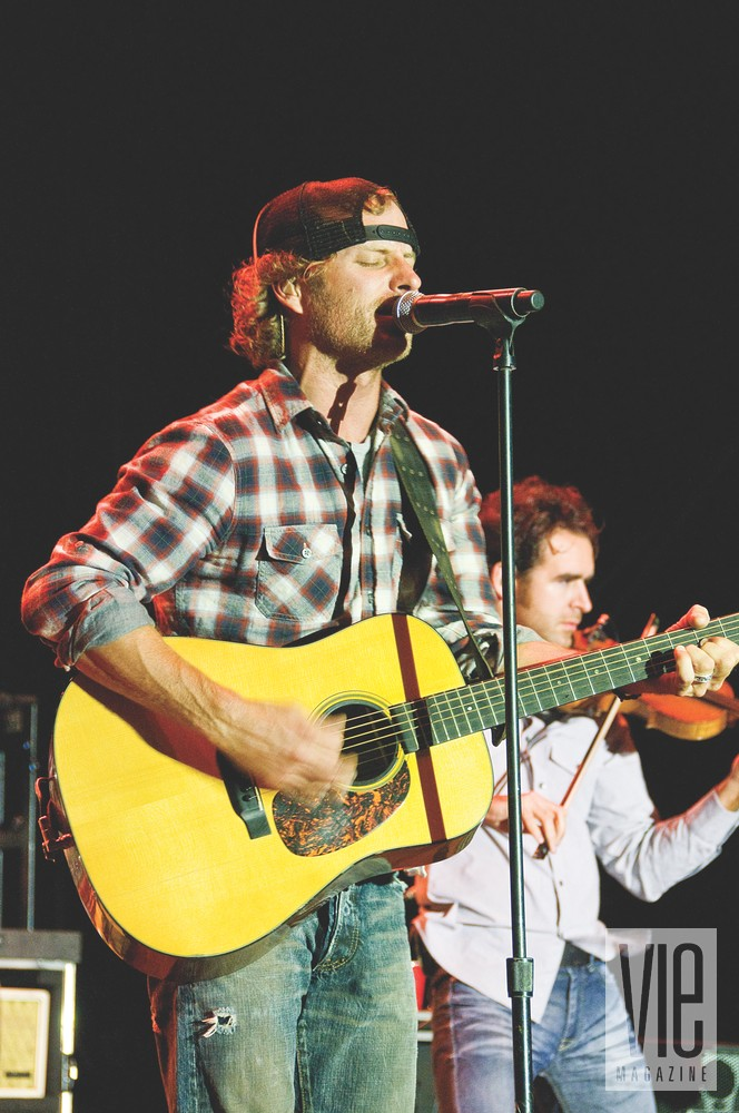 Deluna Fest Pensacola Beach Dierks Bentley Concert guitar singing