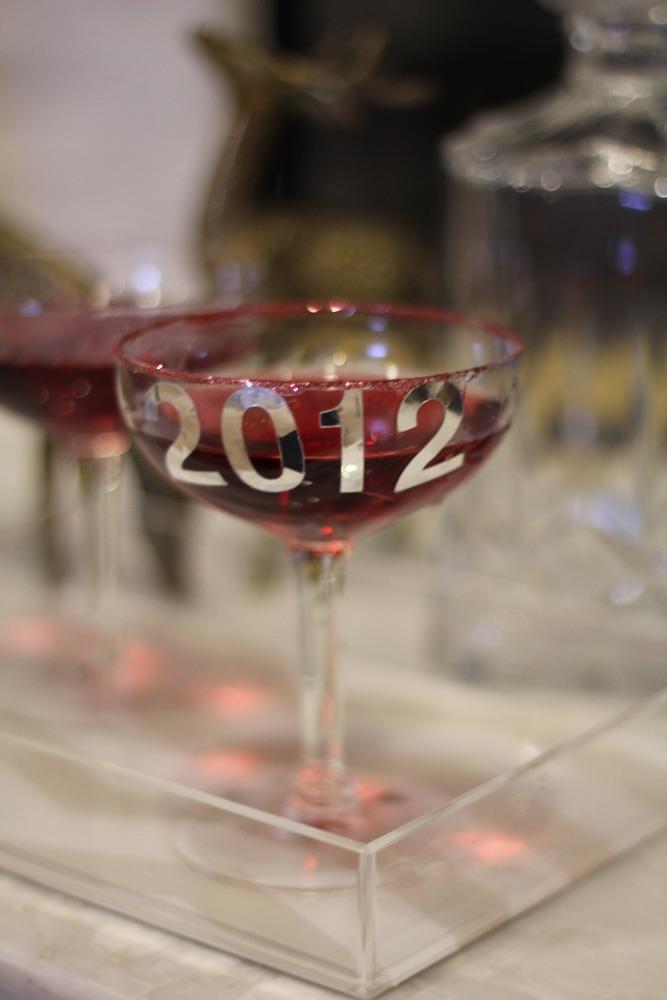 vie-magazine-holiday-entertaining-1 festive entertaining glittery champagne