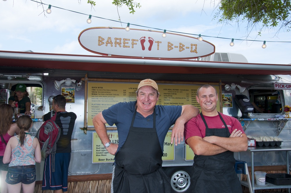 Murph and Eli of Barefoot BBQ clowning around