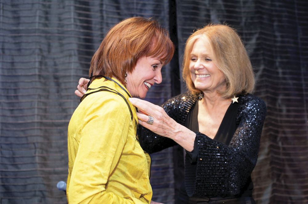 Jane Comer receives the Woman of Vision and Action Award from Gloria Steinem in 2010 at the Ms. Foundation's Gloria Awards