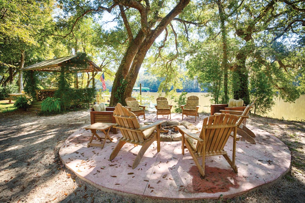 Retreat into Wildnerness VIE Magazine Florida Choctawhatchee River Bed and Breakfast