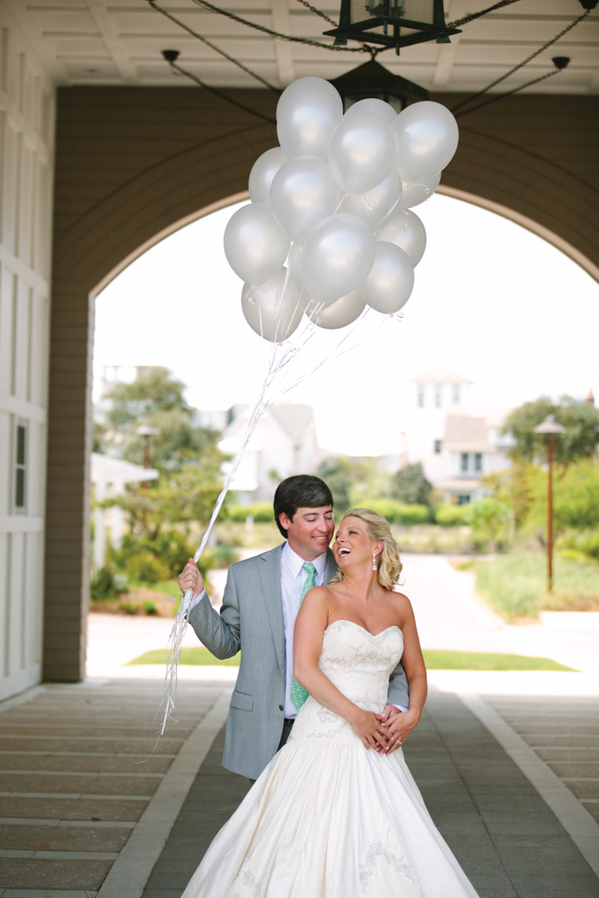 Bride and groom holding balloons at Kimberly and Clain Zimmerman beach wedding