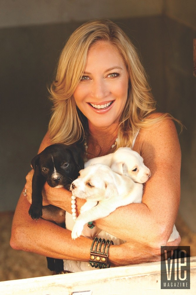 Vie Magazine Alaqua Animal Refuge Laurie Hood puppies