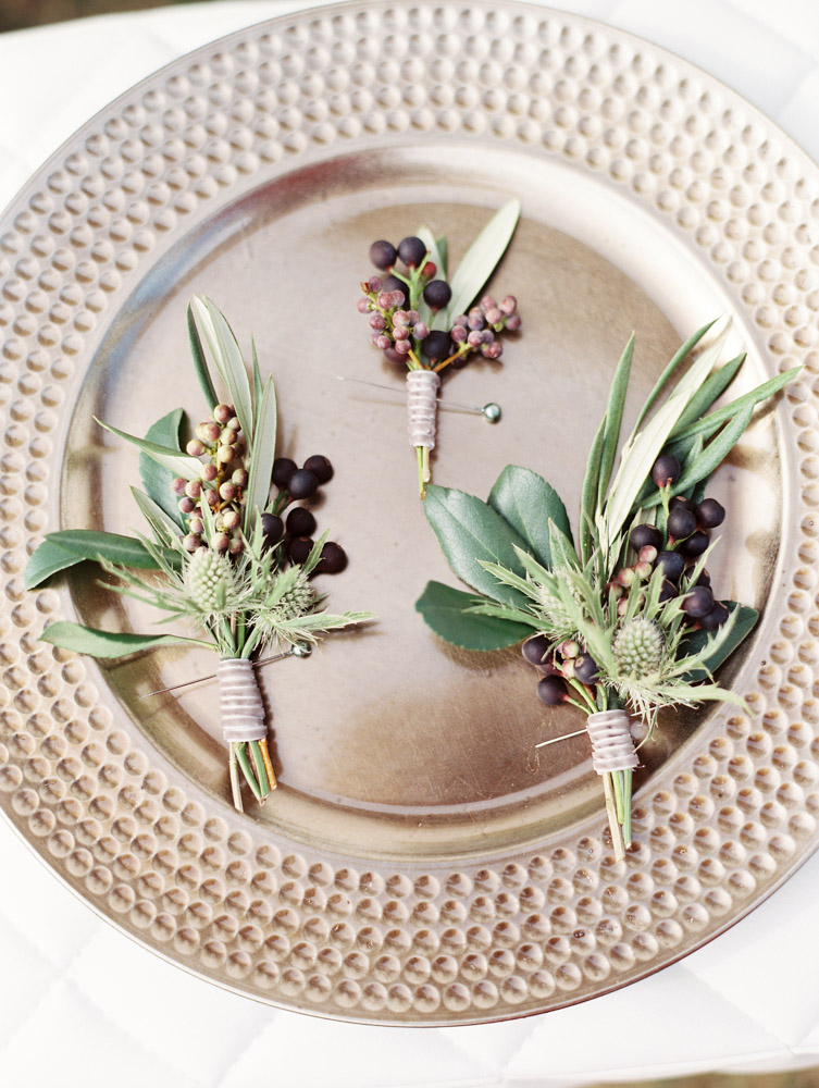 Gold plate with pinecones