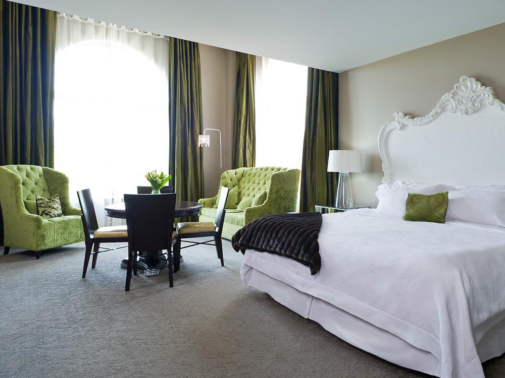 700 drayton street hotel room
