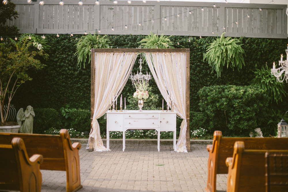Wedding Event Specialists outdoor wedding alter. Photo by Jessi Field