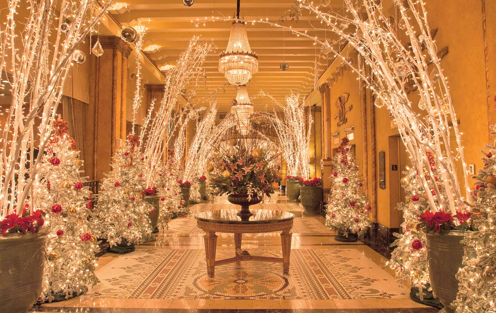 Christmas at The Roosevelt New Orleans - VIE Magazine