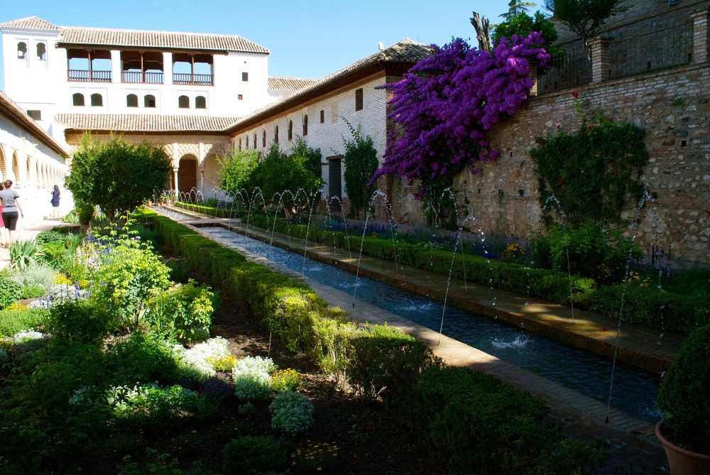 vie-magazine-southern-spain-grenada-la-alhambra-exterior