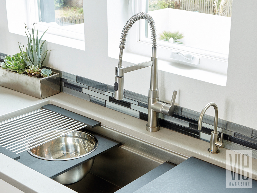 Modern MInimalist Ragsdale Home kitchen sink