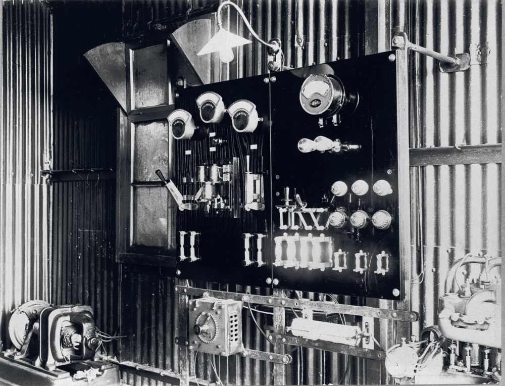 Marconi wireless technology used to transmit and receive messages