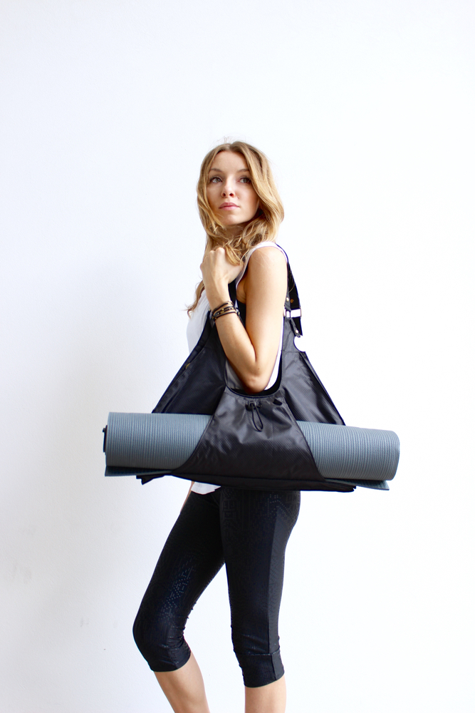 Model carrying Maha Loka Live Great bag yoga be great live great do great