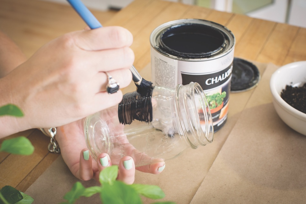 paint mason jars with chalkboard paint