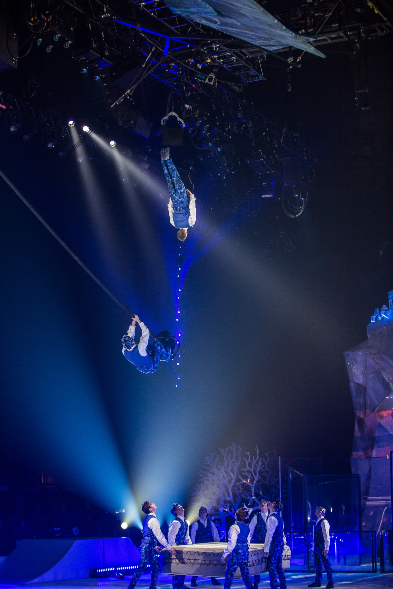 Pendulant Poles Act of Cirque du Soleil Crystal on Ice