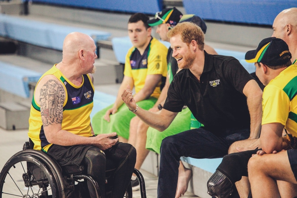 Prince Harry talking with the Australian wheelchair basketball team at the Invictus Games 2017 Toronto.