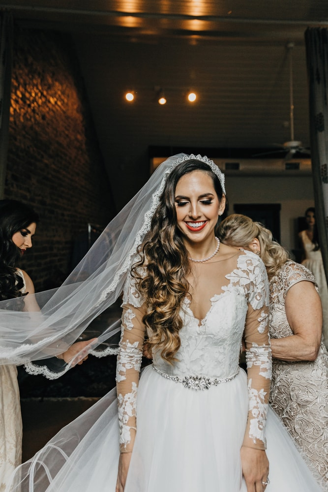 Gorgeous bride Sarah Elizabeth Petitto getting ready for her big New Orleans wedding