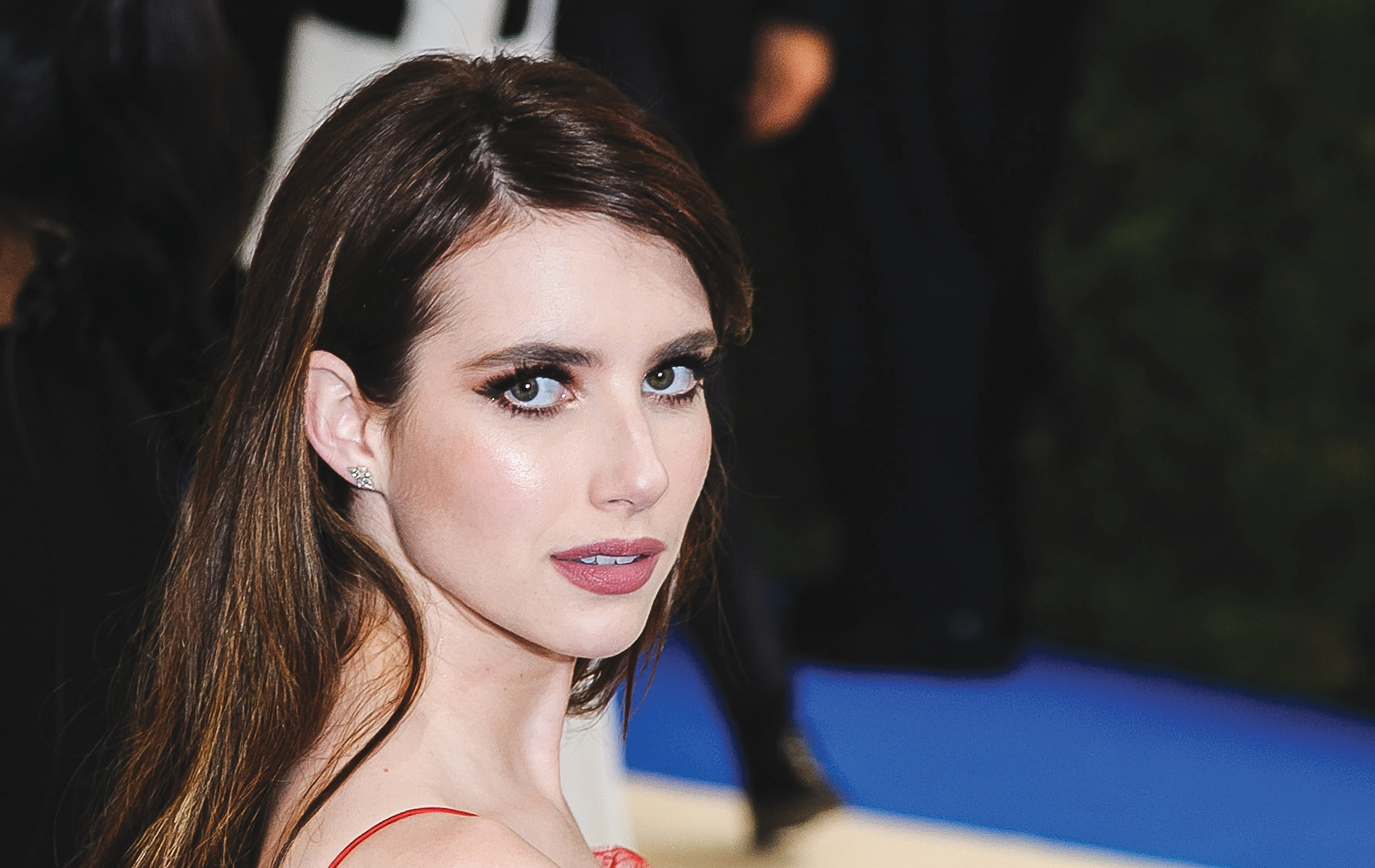 Emma Roberts attends the 2017 Metropolitan Museum of Art Costume Institute Gala sporting a Hollywood glam makeup look by Charlotte Tilbury. | Photo by Sky Cinema / Shutterstock
