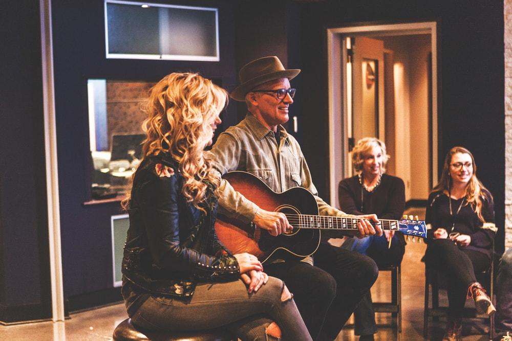 Stovall (a top contestant on Season Thirteen of NBC's The Voice) and Fishell write a new song with session attendees at Sound Stage Studios on Music Row.