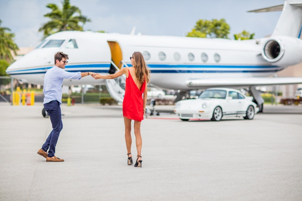 A couple at the airport walking up to their JetSmarter jet