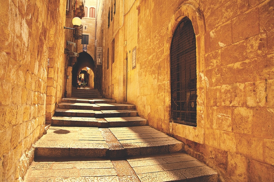 A gently sloping alley in the Jewish Quarter