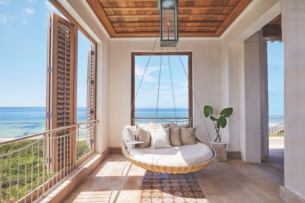 From the expansive floor-to-ceiling windows to the deep indoor-outdoor decks, the Crockett Residence was designed to take advantage of its sweeping views of the Gulf of Mexico and pristine white-sand beaches.