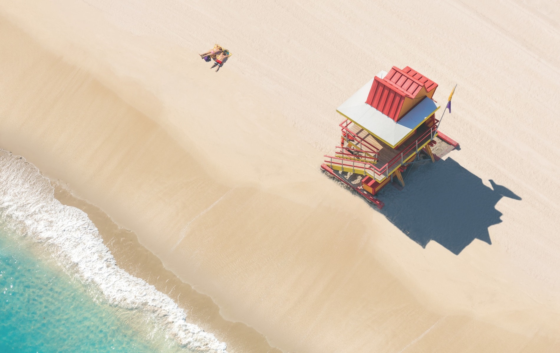The Lifeguard Stand, South Beach from the À la Plage series. Shooting from a doorless helicopter, Gray Malin photographed this series of beaches and pools around the world including the U.S., Brazil, and Australia.