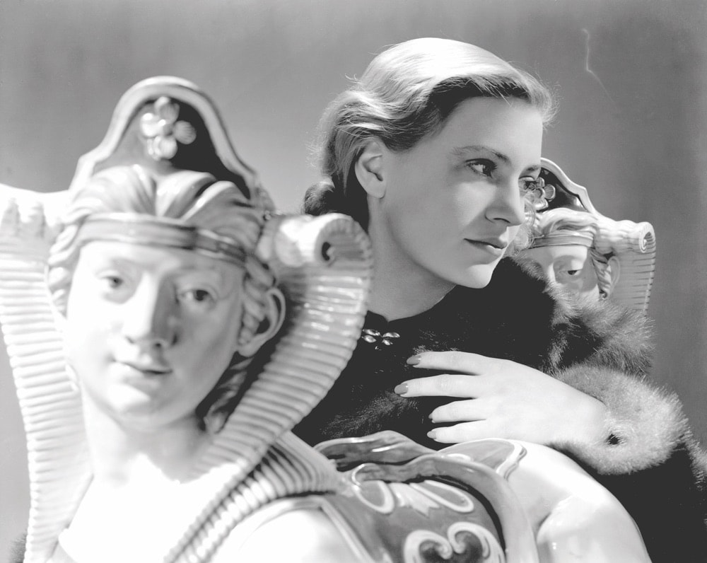 Lee Miller's self portrait with sphinxes, Vogue Studio, London, England 1940