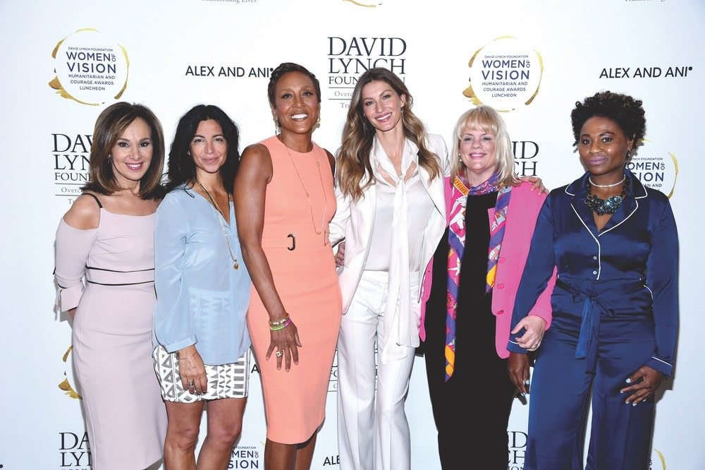 Host Rosanna Scotto with 2017 honorees Carolyn Rafaelian, Robin Roberts, Gisele Bündchen, Joni Steele Kimberlin, and LaToya Mack