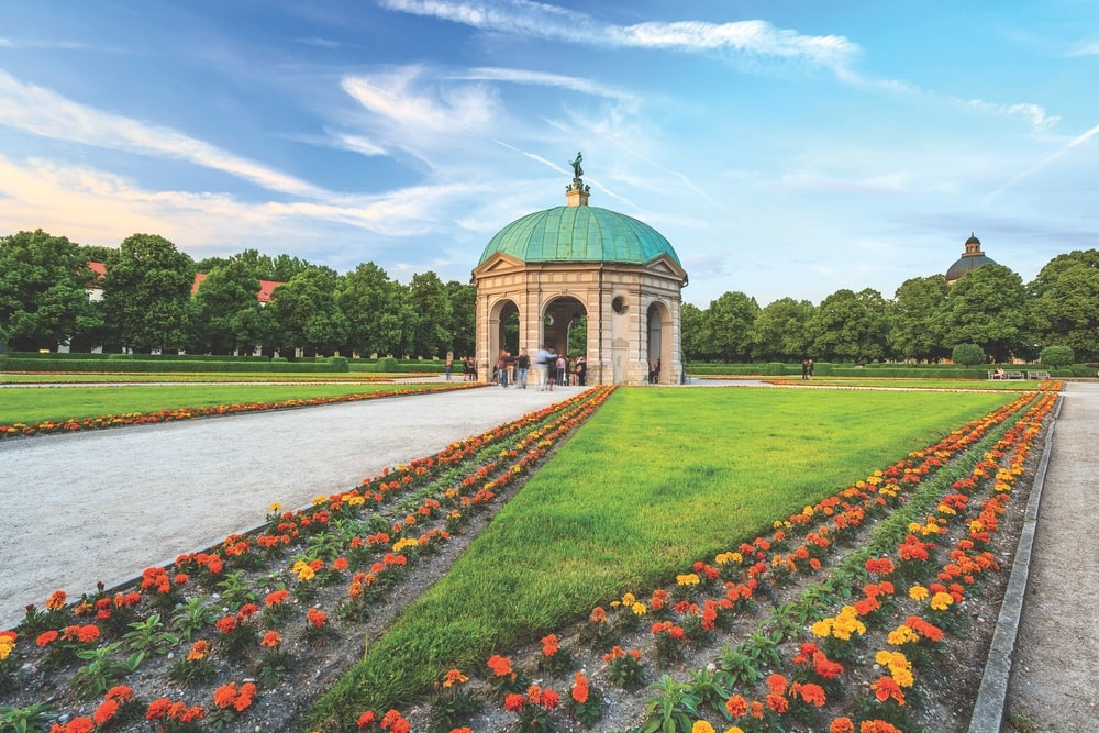 On the grounds of the Bavarian State Chancellery, take a stroll through the Hofgarten (Court Garden). The Italian Renaissance-style courtyard surrounds the Temple of Diana.