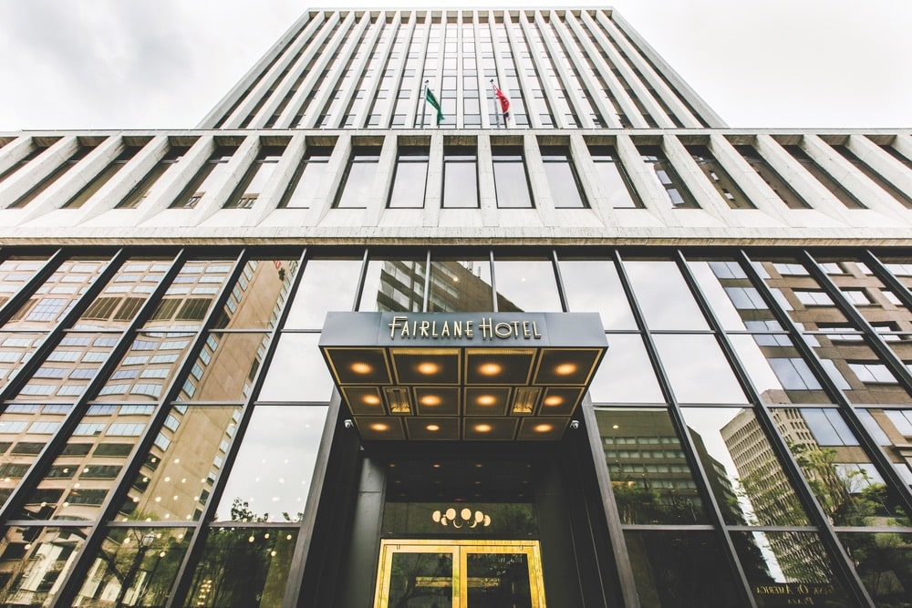 The Fairlane Hotel exterior makes a retro yet elegant statement. | Photo courtesy of Fairlane Hotel