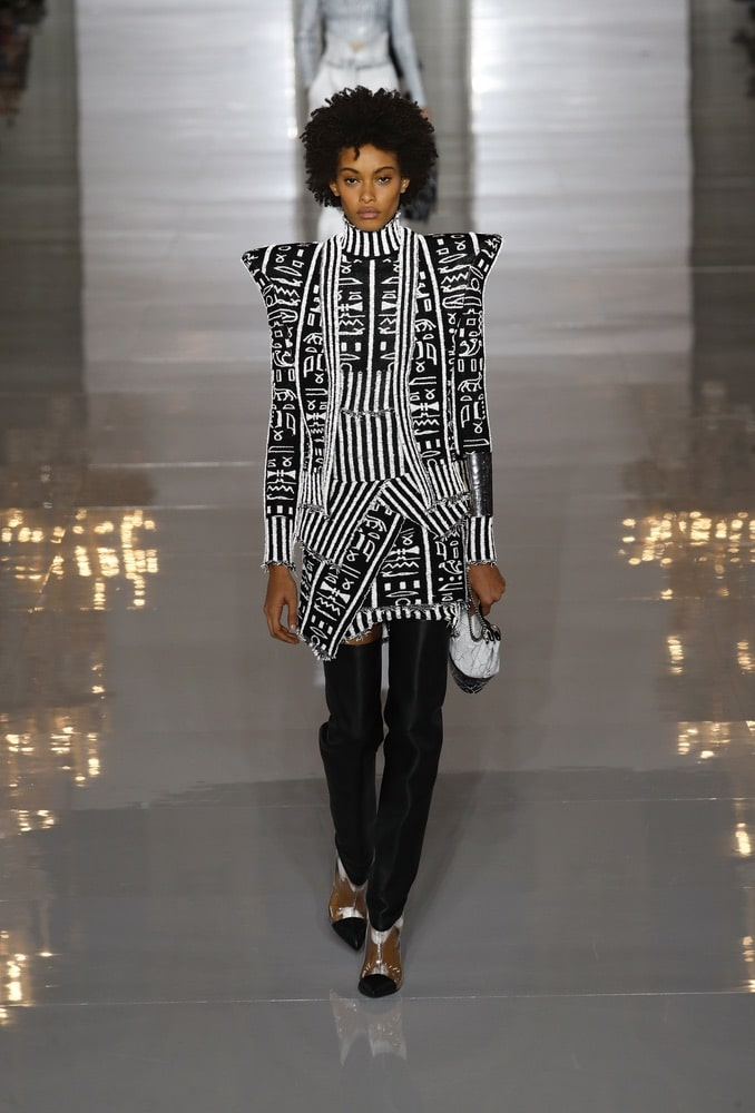 A model walks the runway during the Balmain show as part of the Paris Fashion Week Womenswear Spring/Summer 2019 on September 28, 2018 in Paris, France