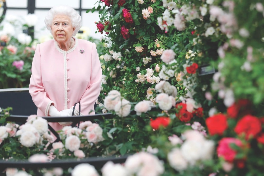Chelsea Flower Show, Royal Horticultural Society, Britain's Queen Elizabeth views the Peter Beales Roses exhibition at the RHS Chelsea Flower Show 2018.