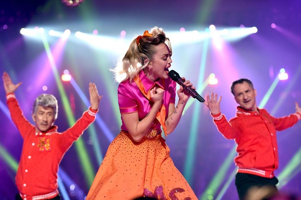 VMA 2017, VMA2017, Arts Culture and Entertainment, celebrities, music, Fashion, Awards Ceremony, MTV Video Music Awards, MTV, Video Music Awards, The Forum, Miley Cyrus
