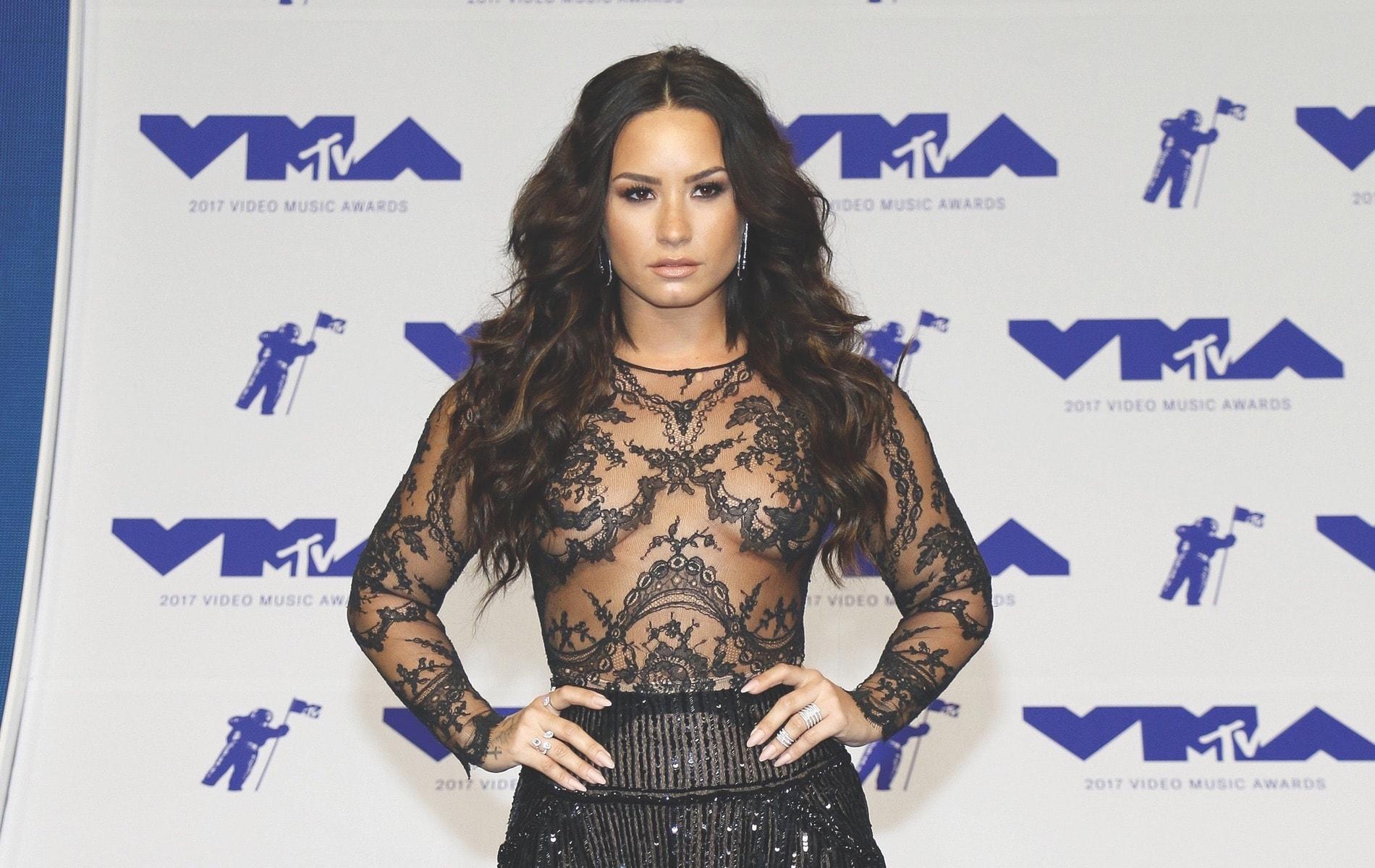 VMA 2017, VMA2017, Arts Culture and Entertainment, celebrities, music, Fashion, Awards Ceremony, demi lovato, MTV Video Music Awards, MTV, Video Music Awards, The Forum