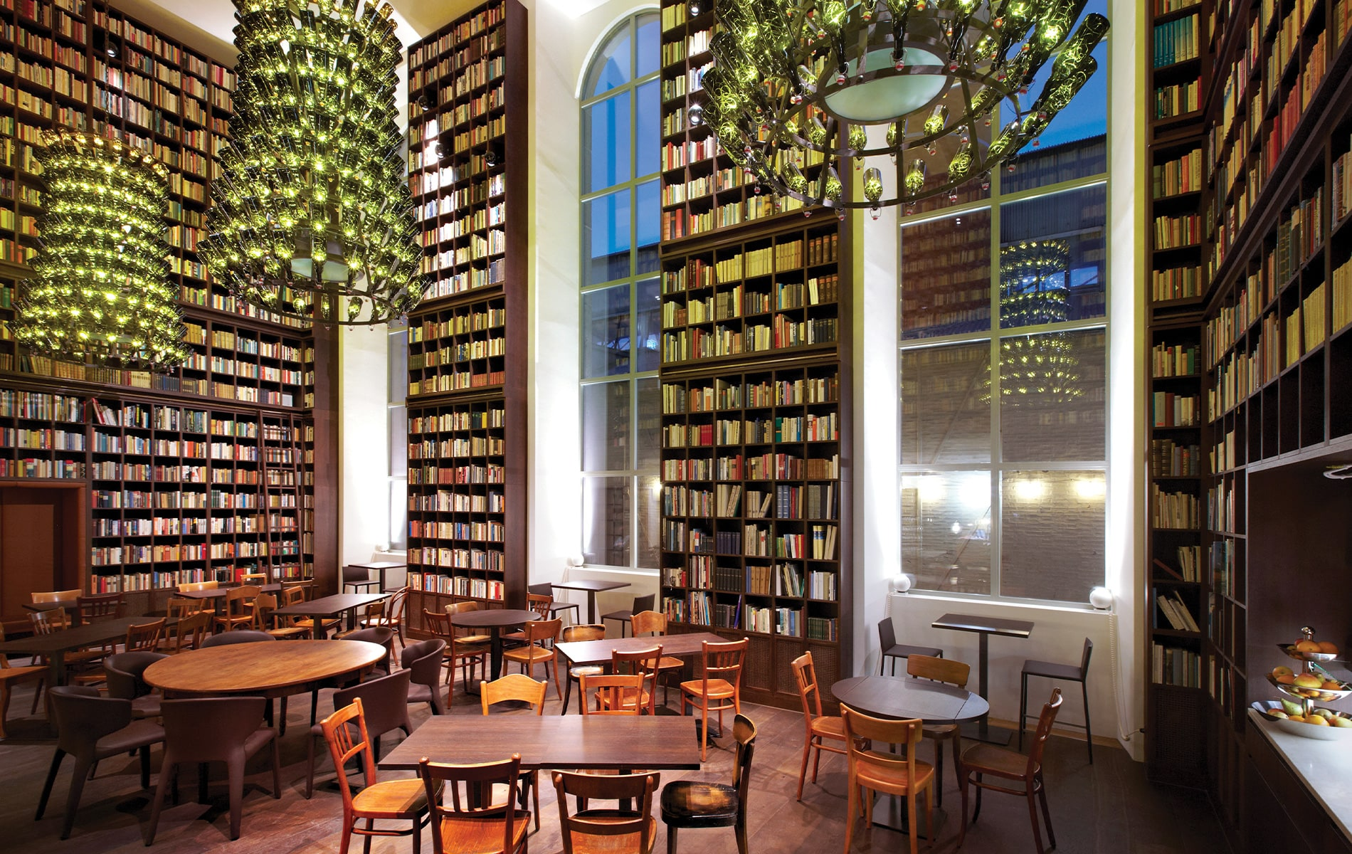 VIE Magazine, VIE Book Club, The Readers Corner, B2 Boutique Hotel + Spa Zurich, Wine Library