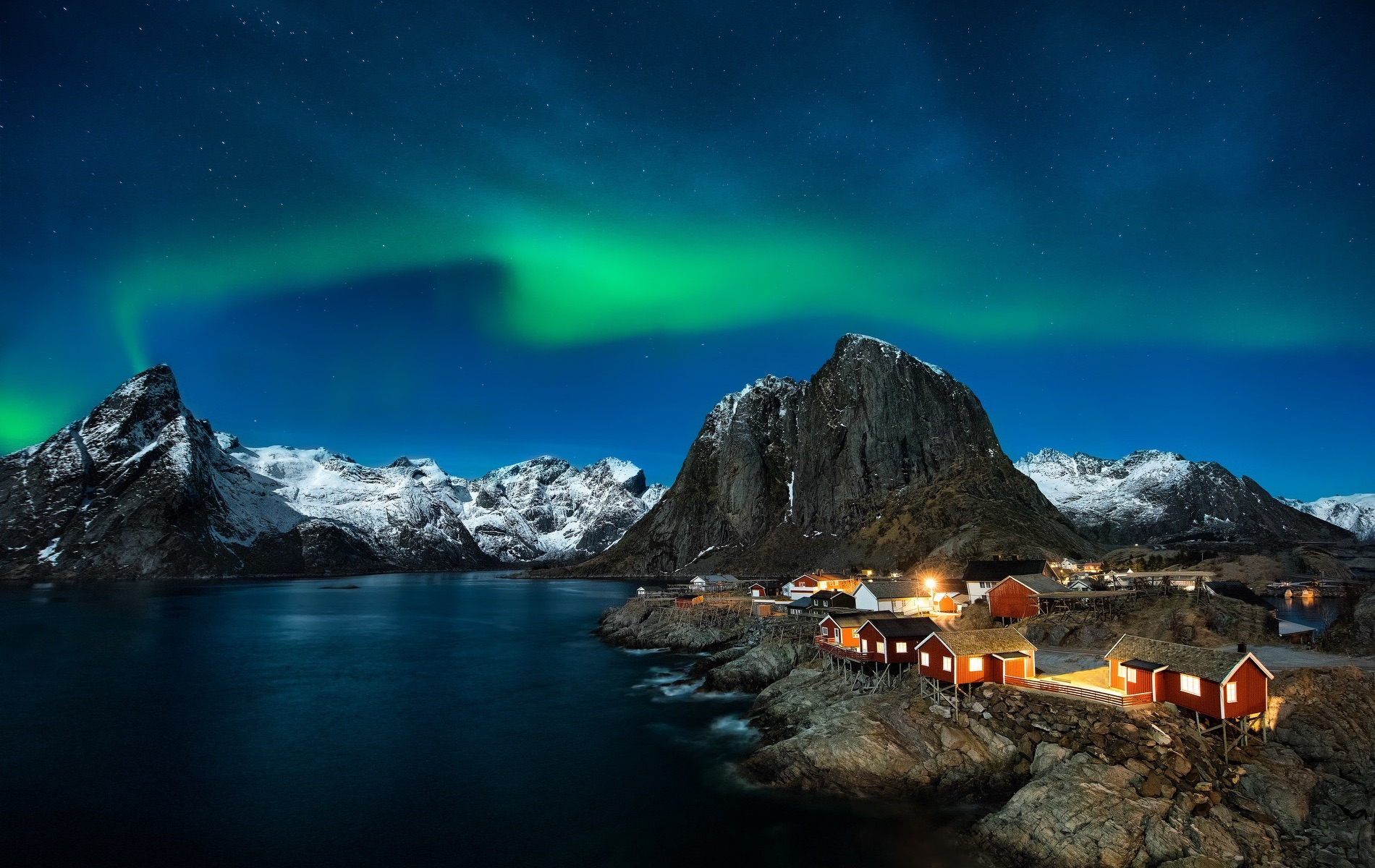 VIE magazine blog webcams at famous places Lofoten Islands in Norway with Aurora Borealis