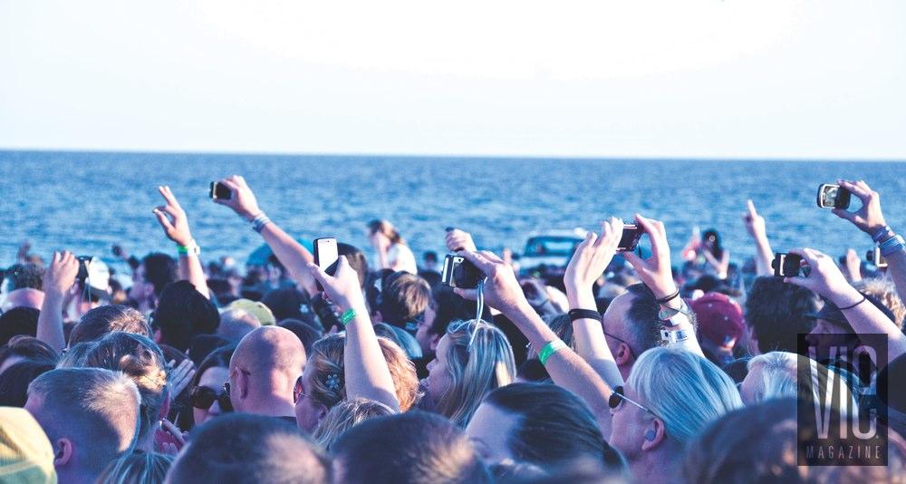 Deluna Fest Pensacola Beach Concert crowd