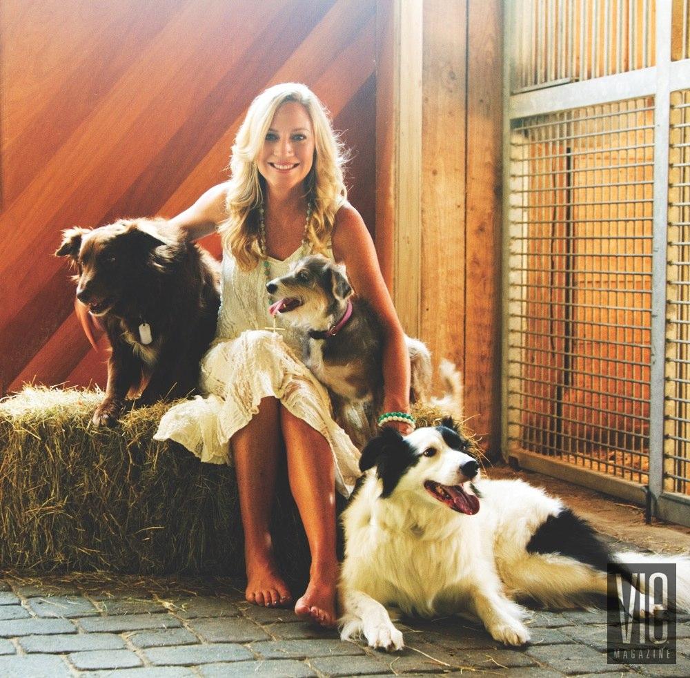 Vie Magazine Alaqua Animal Refuge Laurie Hood Dogs