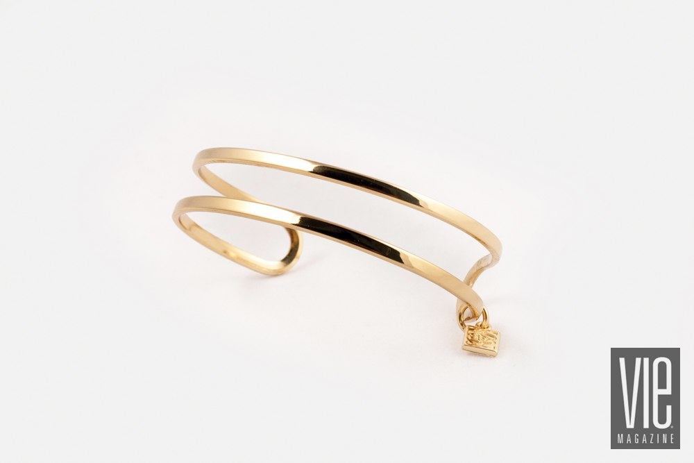 Shelly Brown Logo Charm bracelet in polished gold