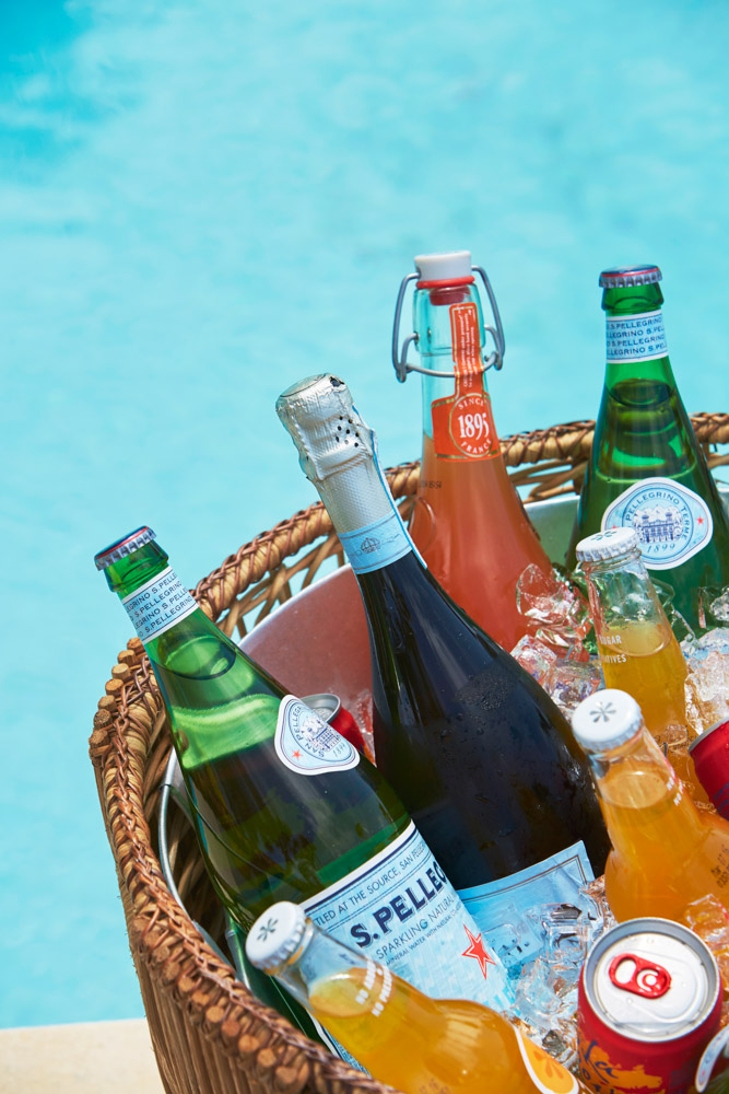Drinks in a basket by the pool