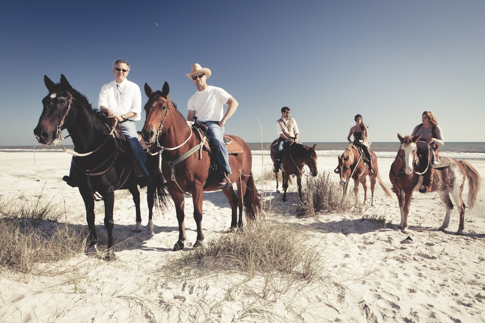 vie-magazine-the-shoot-13, riding horses on beach