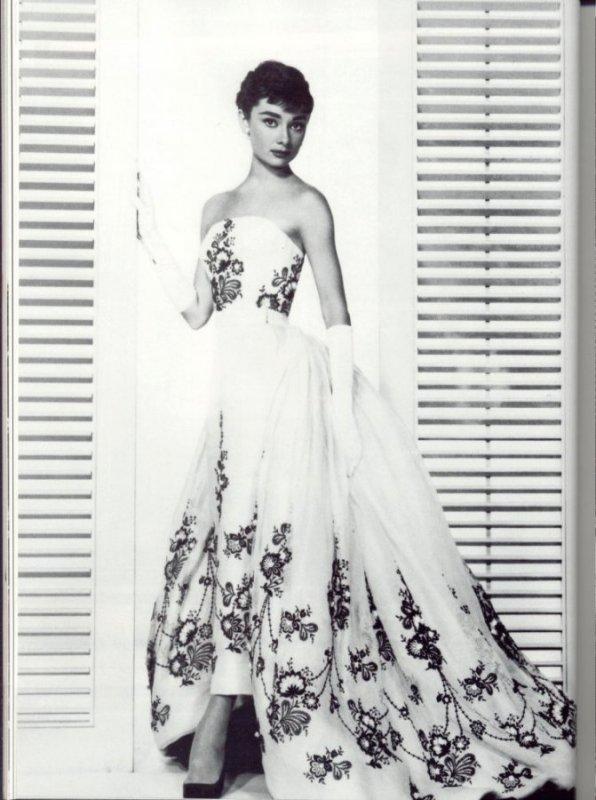 Audrey Hepburn in Sabrina – Image via Mademoiselle Florens