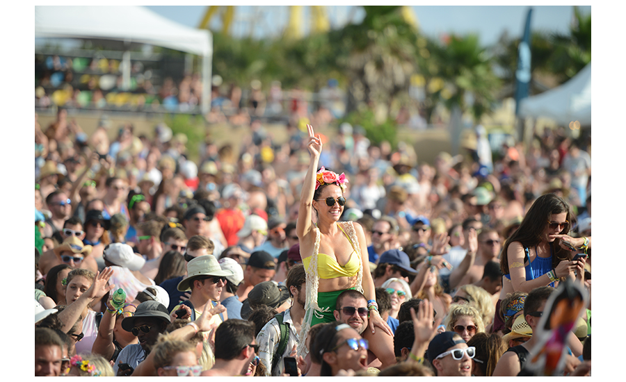 Hangout Music Festival Goers Dressed In Trendy Bright Clothes And having A good Time
