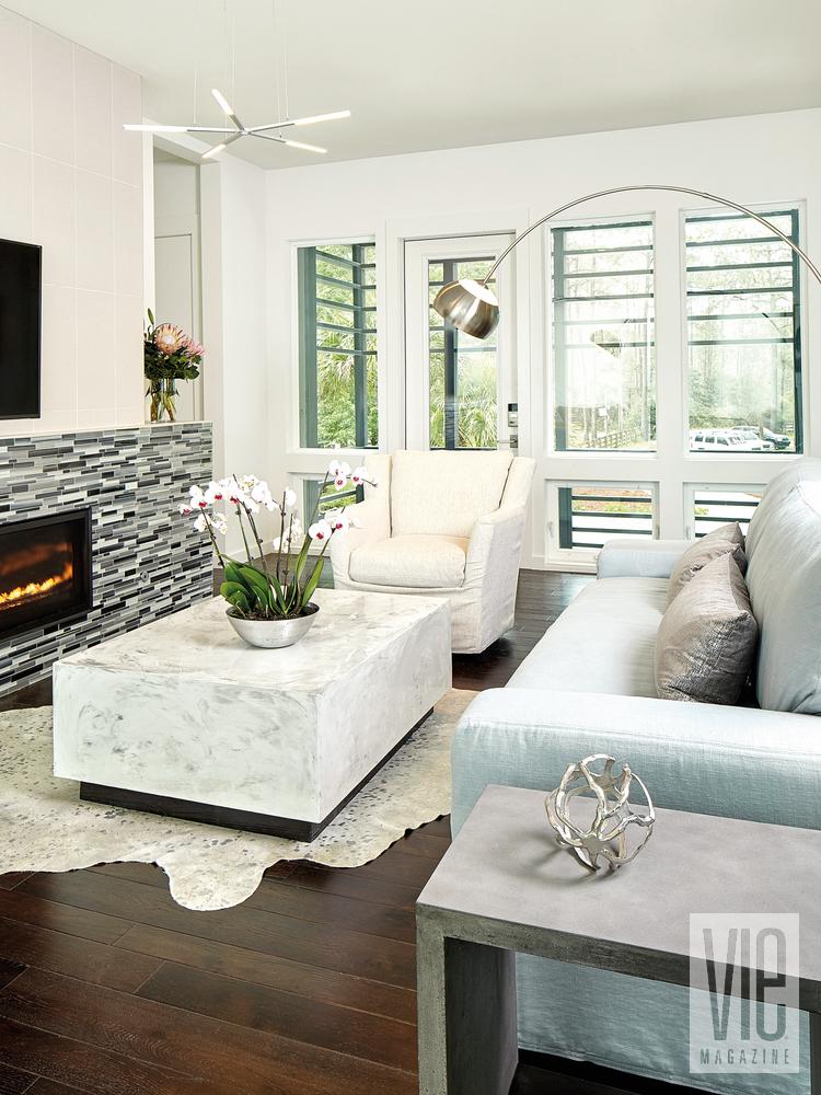 Modern Minimalist Ragsdale home living room