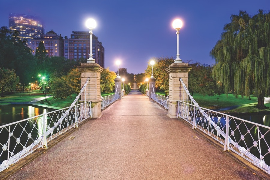 Boston Public Garden is a must see. VIE Magazine. The Sophisticate Issue